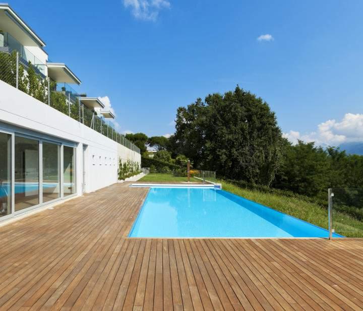 Deck bois pour piscine terrasse escalier et abri de - Quel bois pour l exterieur ...