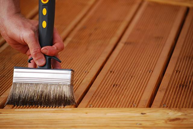 Application du saturateur bois Mauler